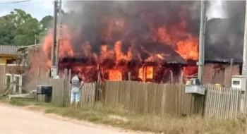 Após incêndio em residência na Vila da Quinta, família cria corrente solidária
