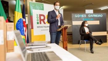Governo do RS inicia entrega de Chromebooks para a rede estadual de ensino