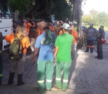 Funcionários da BH Service dão continuidade à protesto para pagamento de salários