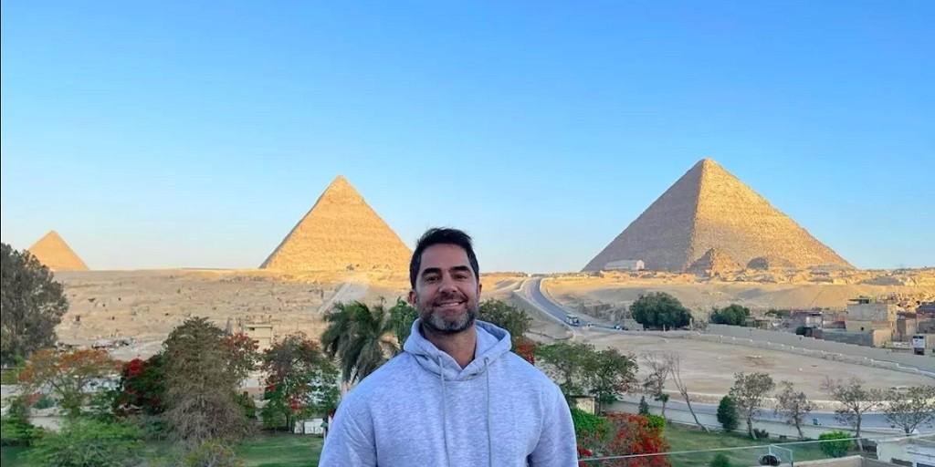 Após uma semana detido no Egito, médico gaúcho retorna ao Brasil