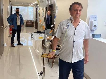 Após quatro dias internado, Bolsonaro recebe alta médica e deve retornar para Brasília