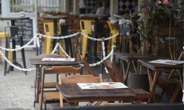 Novo decreto altera limite de pessoas por mesa em bares, restaurantes, lanchonetes e similares