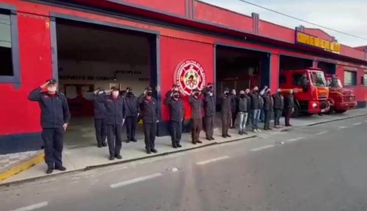 Corpo de Bombeiros de Rio Grande realiza homenagem aos agentes que faleceram no incêndio da SSP; confira o vídeo