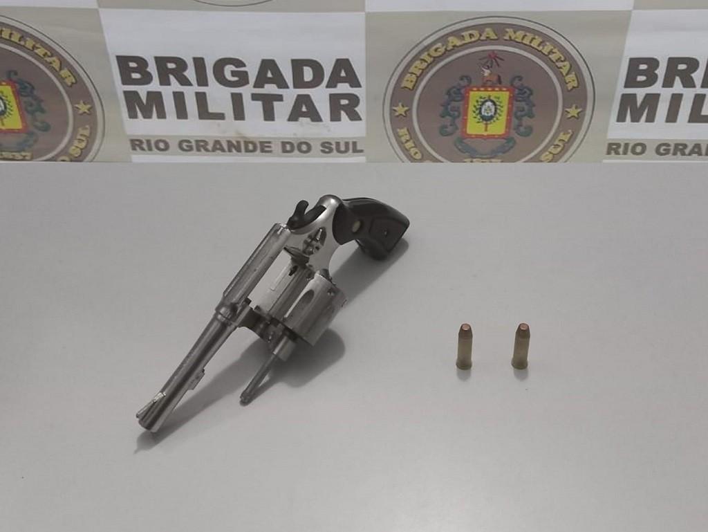Homem de 28 anos é preso por porte ilegal de arma de fogo, em Rio Grande