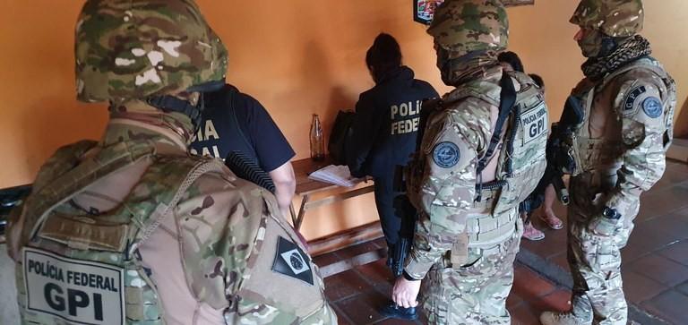 Membros de uma das principais quadrilhas de falsificação de dinheiro do Brasil são presos pela Polícia Federal no RS