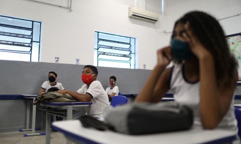 Aulas presenciais voltam a ser obrigatórias para 100% dos alunos a partir de segunda-feira (18) em SP