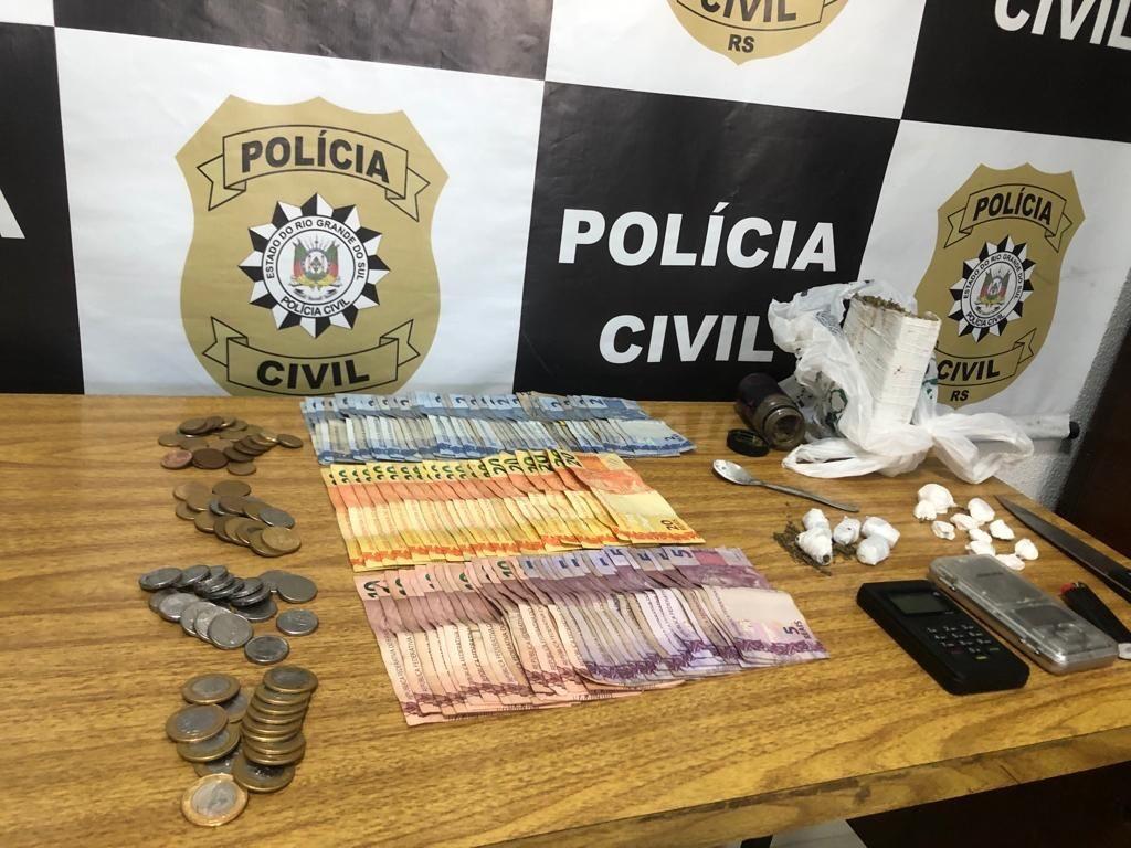 Homem de 25 anos é preso por tráfico de drogas no bairro Parque Guanabara