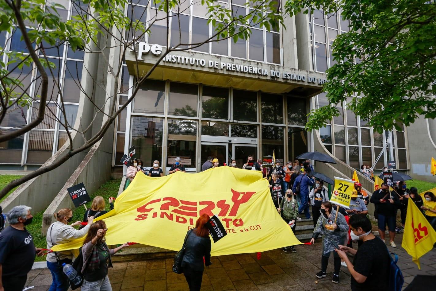 Dia dos professores é marcado por manifestações no estado do RS