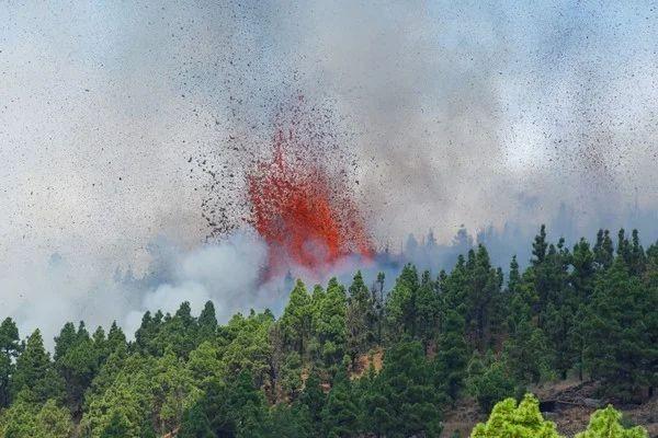 Vulcão na ilha de La Palma entra em erupção